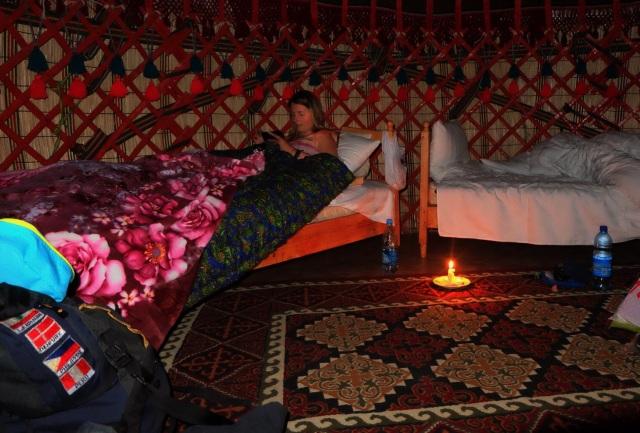 Overnatning i en yurt (nomadetelt)