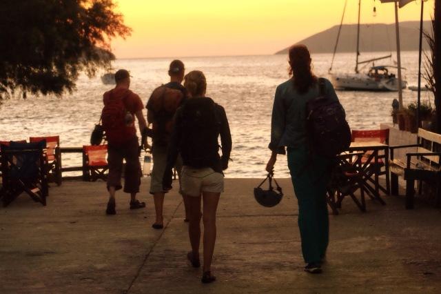 Tilbage mod båden efter en varm og hård klatredag