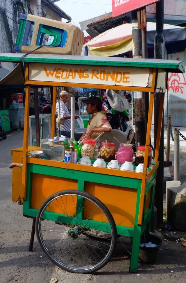 """""""Warungs"""" ses overalt, gadekøkkener"""